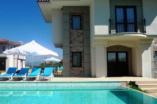 İzmir ceşme de lüks  havuzlu kiralık villa  ((20 MARTA KADAR YÜZDE 15 İNDİRİM))