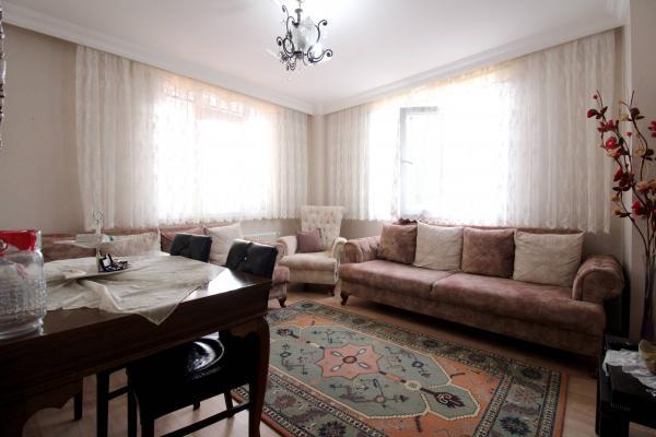 Home Vizyon 'dan  Bahçelievler Çobançeşme Butik Sitede OTOPARKLI 2+1 Daire.