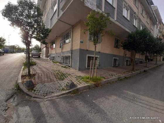 küçükçekmece  halkalı  mah de satılık 70 m² 2+1  bahçe kat daire