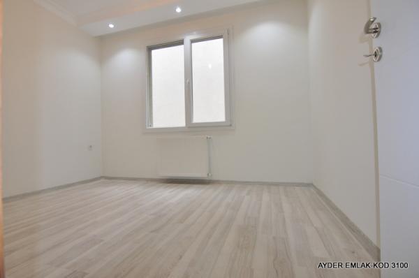 istanbul Bahçelievler hürriyet mah de satılık 90 m² -2+1- 1. kat daire