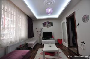 Bahçelievler cumhuriyet mah de satılık 75 m² -1+1- yüksek giriş kat daire