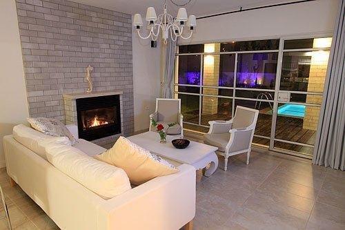 İzmir Çeşme'de lüks havuzlu haftalık  kiralık villa